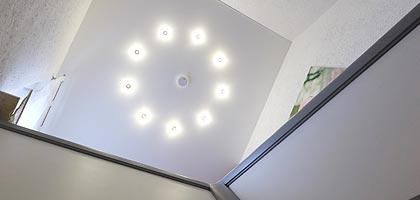 Decke im Flur und Treppenhaus renovieren - PLAMECO Spanndecken Siegen