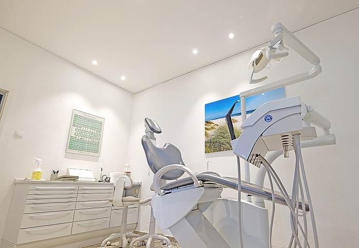 Zahnarztpraxis mit neuer Decke und Beleuchtung von PLAMECO-Siegen