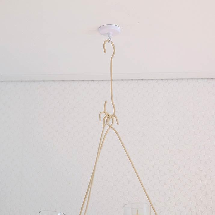 Praktisch Magnethaken zum Befestigen der Deko an der Decke. Der Magnethaken hält bis zu 16kg.