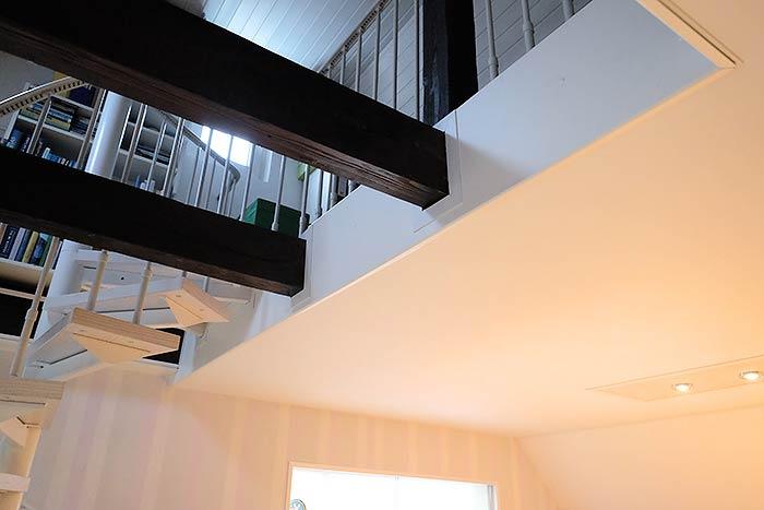 Die Galerie und auch die Balken wurden sauber verkleidet und wirken jetzt auch wieder top modern.