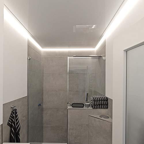 Badezimmerdecke mit LED-Stripes von PLAMECO Siegen