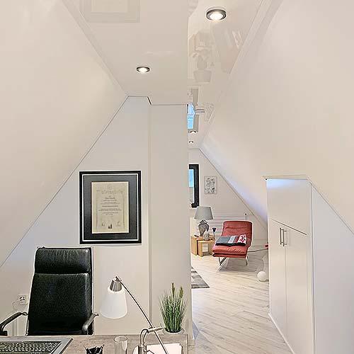 Moderne Deckengestaltung im Dachstudio in Lennestadt