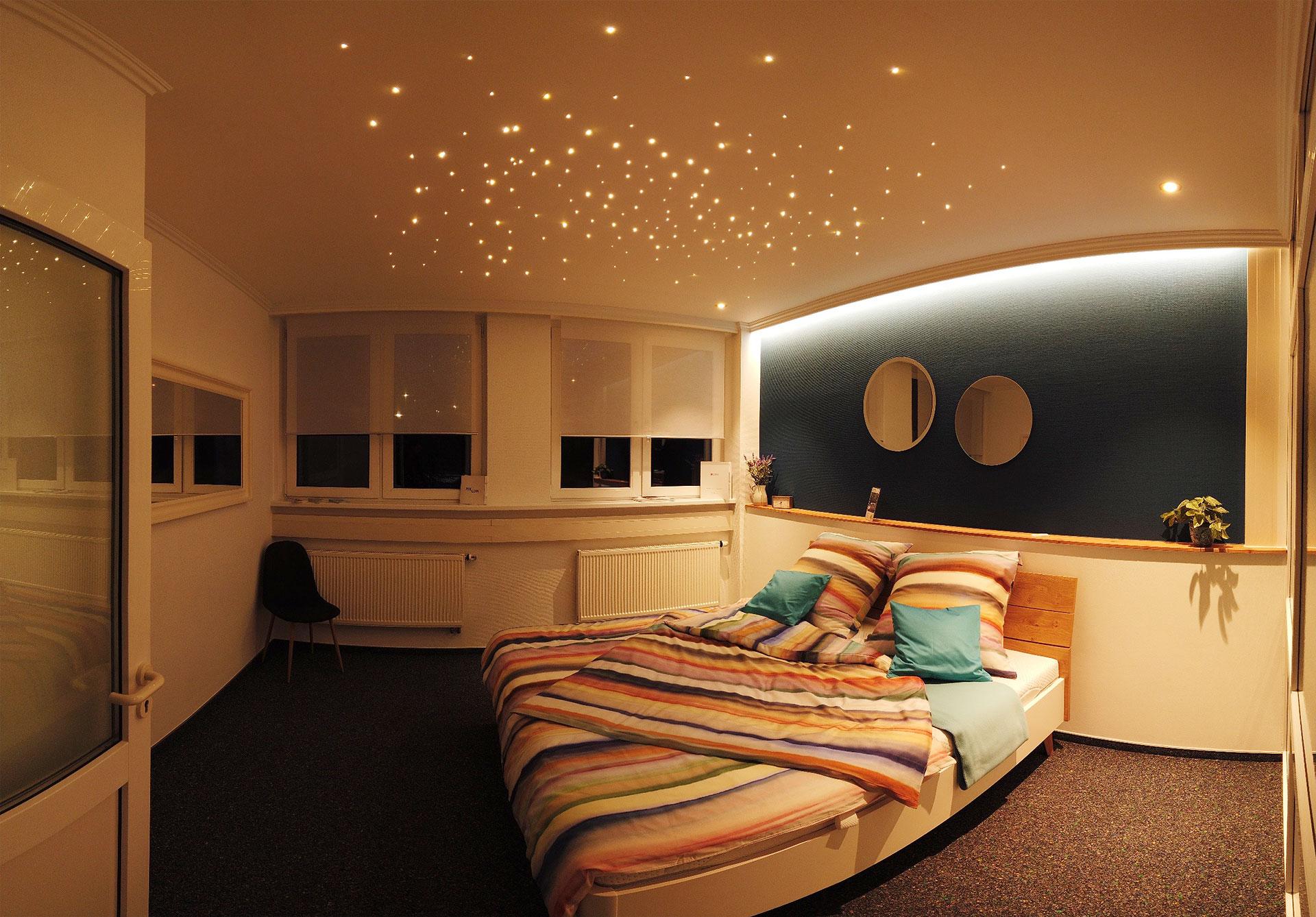LED-Sternenhimmel-Decke - nachts
