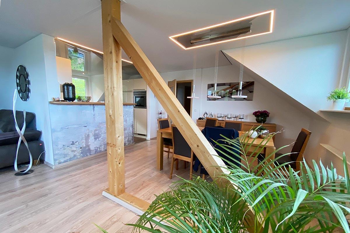 Wohnräume mit Decke-Lichtkonzept von Plameco